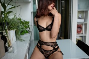 Anfal escort girls in Melville New York and nuru massage