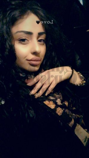 Jannie call girl in Hialeah and massage parlor