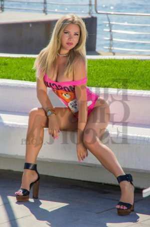 Lorianna live escorts & erotic massage