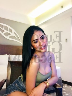Lunna massage parlor in Solana Beach and call girls